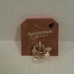 Set of 4 rings gold in color size 7